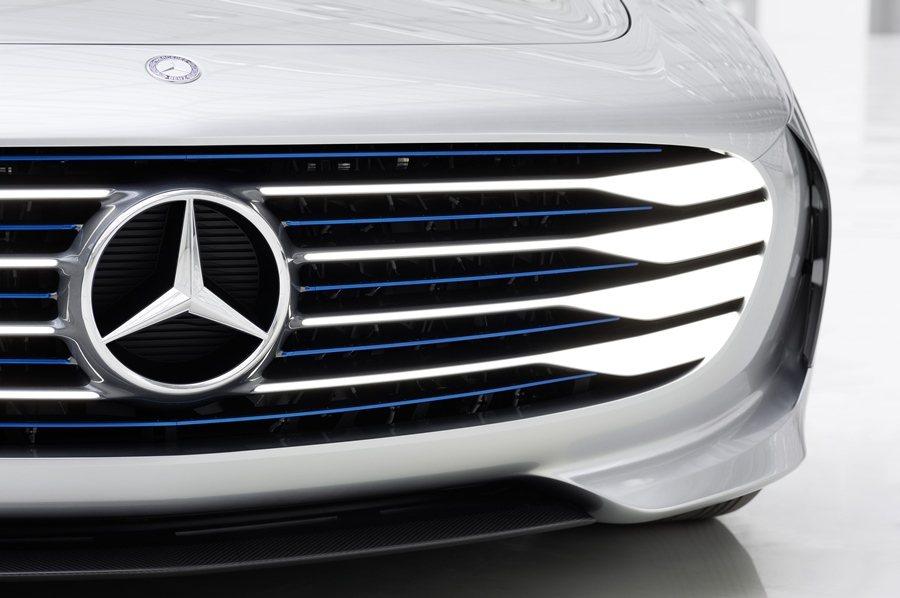 Concept IAA車身會增長390mm,前後保桿上有擾流瓣片,會向前伸長25mm。 圖/Mercedes Benz提供