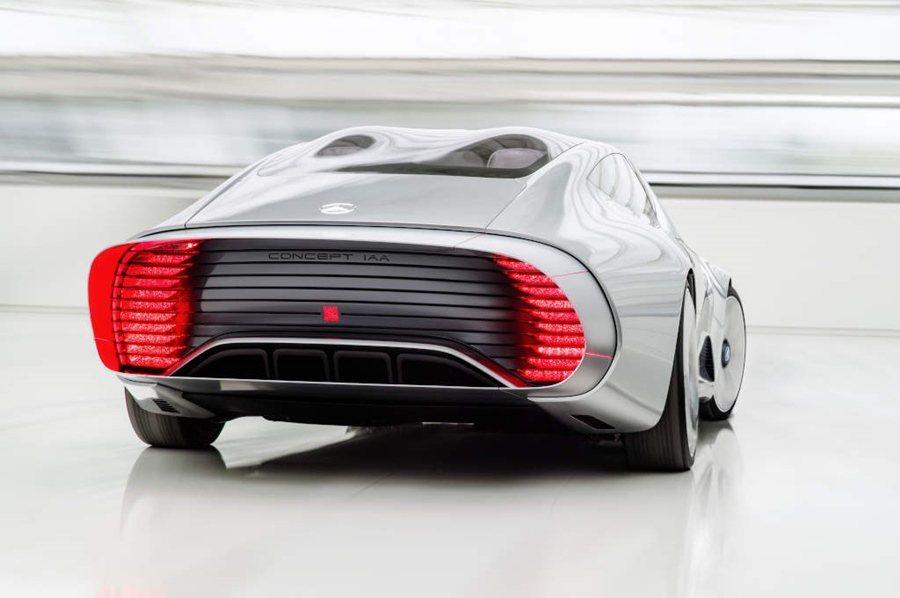 後保桿的擾流唇瓣會伸長20mm,以改善後輪拱附近的擾流效果。 圖/Mercedes Benz提供