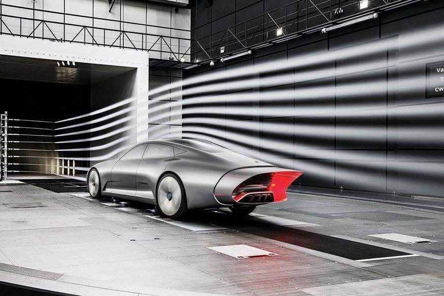 Concept IAA採取水滴般的基本造型,風阻Cd值僅0.19,為世界最低風阻係數的車子。 圖/Mercedes Benz提供