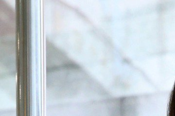 本土劇甜姐兒蘇晏霈昨(16日)在臉書上提到因「暈到無法久站、想吐」,臨時取消錄影,嚇壞許多粉絲,有粉絲還猜說是不是懷孕了!根據《ETtoday東森新聞雲》報導,經紀人透露蘇晏霈因「睡眠不足導致耳內部...