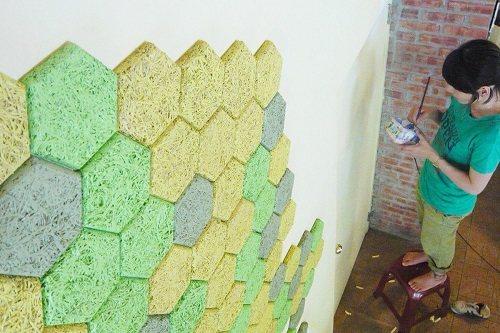 隨興配色:大地色的色塊組合出協調的牆面表情。 圖片提供_華奕國際實業有限公司