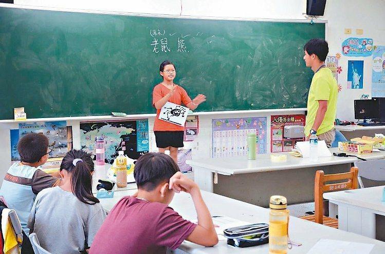 圖為永齡教育基金會暑假在頭城鎮二城國小開設補救教學課程。 報系資料照