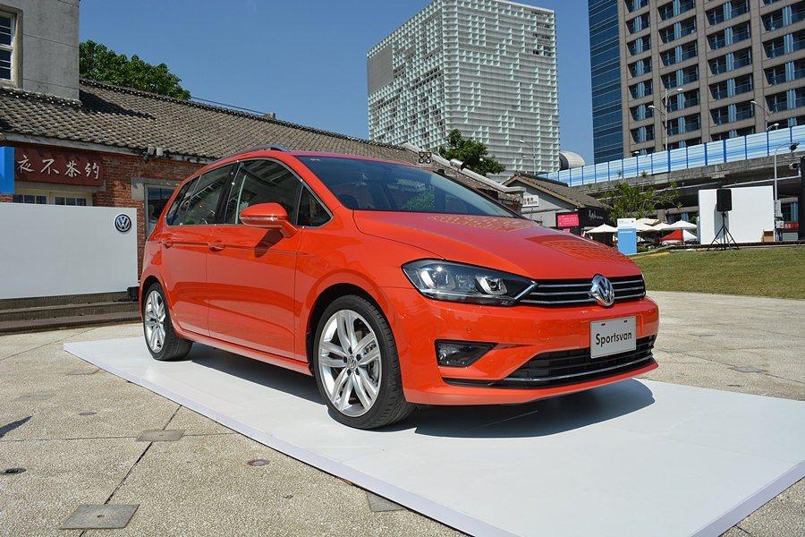 車側有向車尾下垂的車頂輪廓,和Golf鋼砲造相仿。 記者趙惠群/攝影