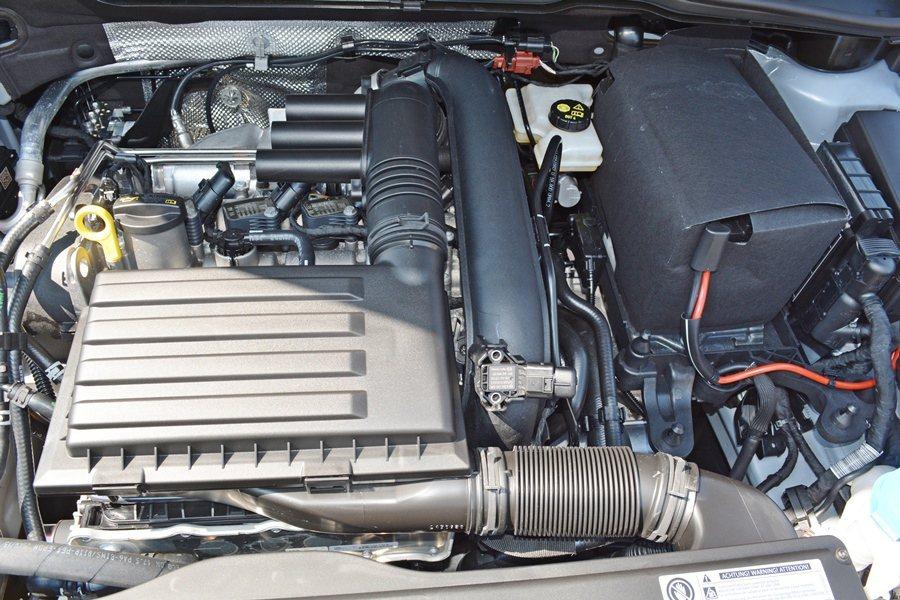 Sportsvan共有兩款汽油引擎與一款柴油引擎,皆搭配7速DSG雙離合器自手排變速系統,並具備小排氣量、低油耗和高動力輸出的特色,圖為1.2升TSI汽油引擎。最大馬力110hp。 記者趙惠群/攝影