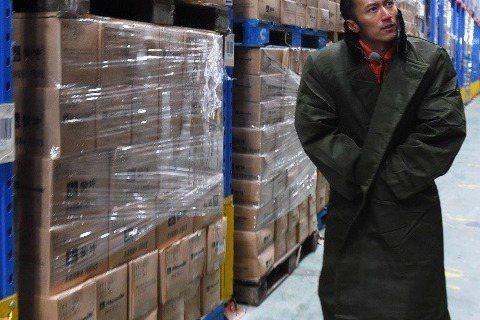 35歲的謝霆鋒12年前抵押房子成立的電影後期公司「Po朝霆」近日驚爆倒閉,這間產值一度達60億港幣(約台幣230億元)的公司,為謝霆鋒賺進大把鈔票,但最近卻驚傳要結束營業,遣散大量員工,經紀人霍汶希...