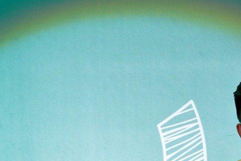 MTV「校園會課室」前進育達與學生接觸,由吳建恆主持,首集大來賓為黑人陳建州,一出場尖叫聲四起。他說,人生最低潮的時候就是做「公益T恤」被指詐財,他感慨說:「真心希望能夠幫助孩子卻被刻意曲解,那時候...