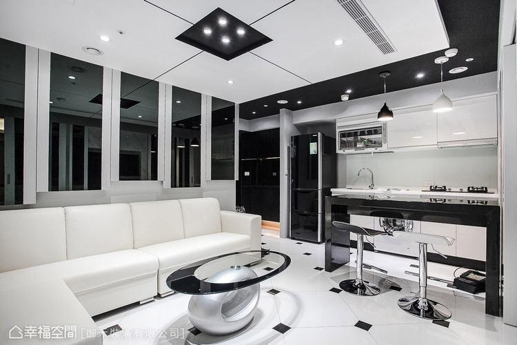 ▲在白底牆面貼飾黑鏡,透過質材的反射特性創造空間感,整體黑白灰的色調搭配,構築出...