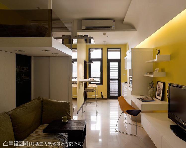 ▲善用折疊式設計,創造能收能放的用餐區,輕鬆與書桌做明確的機能界定。