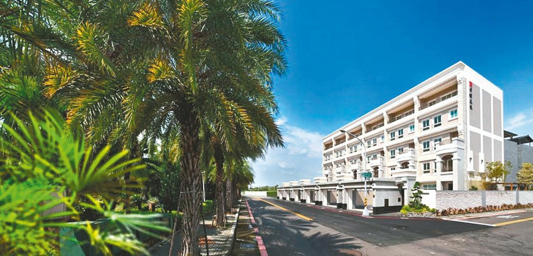 豐嶸建設占據棕櫚公園第一排推出的「棕櫚公園」,開門即見綠意,是名副其實的公園綠墅...