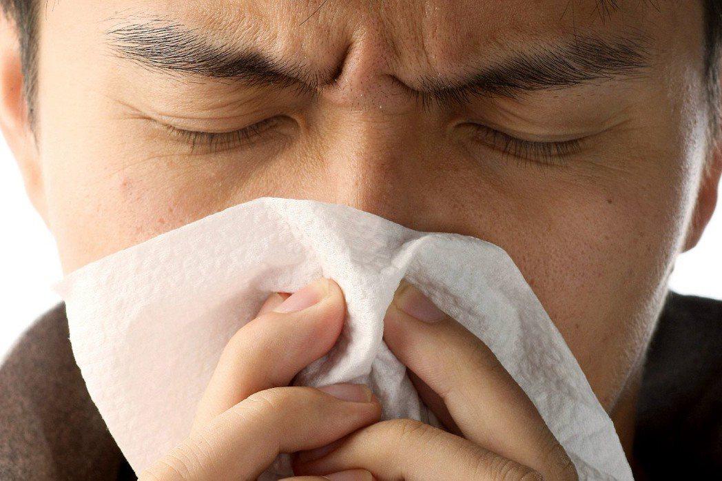臨床發現,不少人都有鼻病導致頭痛的經驗,如感冒或鼻塞而致頭痛。 記者陳立凱/攝影