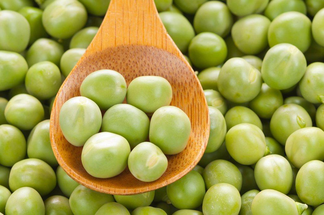 有些含有纖維的食物令人意外,如一杯豌豆有16克纖維。 圖/ingimage