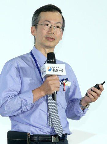 聯合報系主辦的偏鄉教育行動論壇昨天在台北文創大樓舉行,教育部資訊及科技教育司長李...