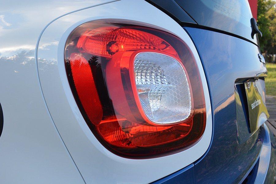有結合C字形光條的LED尾燈,不只是可愛,識別度也很高。 記者趙惠群/攝影