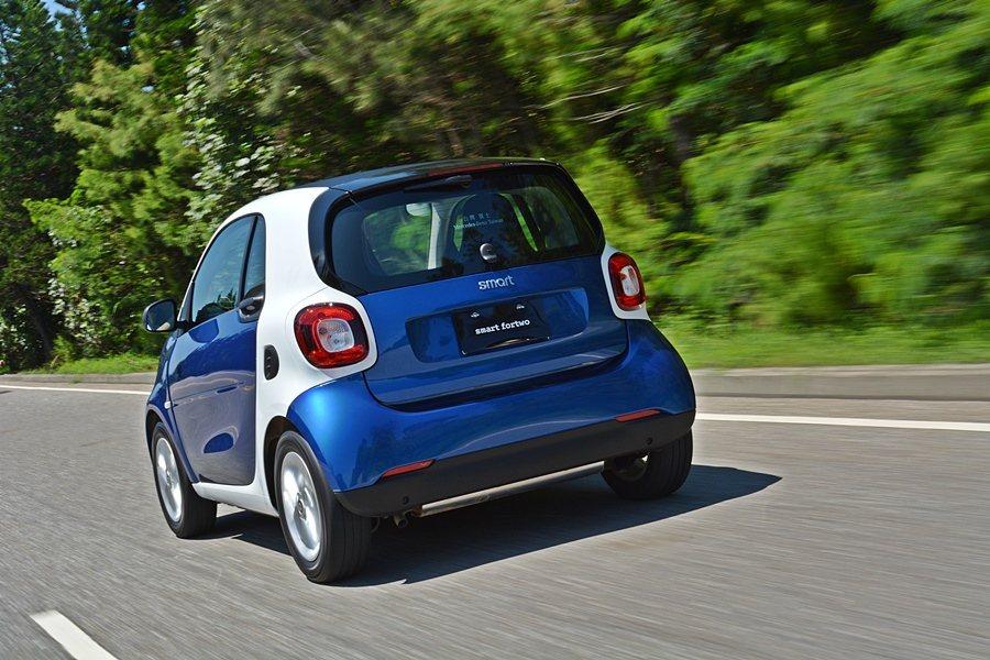 標配ESP車身穩控制系統,以及由它衍生能抑制車身因強風側移的側風穩定控制系統,可讓車子穩定性大幅提升。 記者趙惠群/攝影