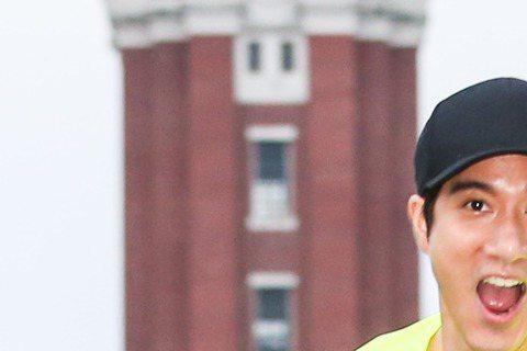 歌手王力宏清晨出席SEIKO Super Runner 城市路跑賽,為跑者鳴槍起跑,並與休閒組跑者一同慢跑,享受晨跑樂趣。噓編今天起個大早,眼睛睜不䦕地陪著 @王力宏路跑,心中就算...