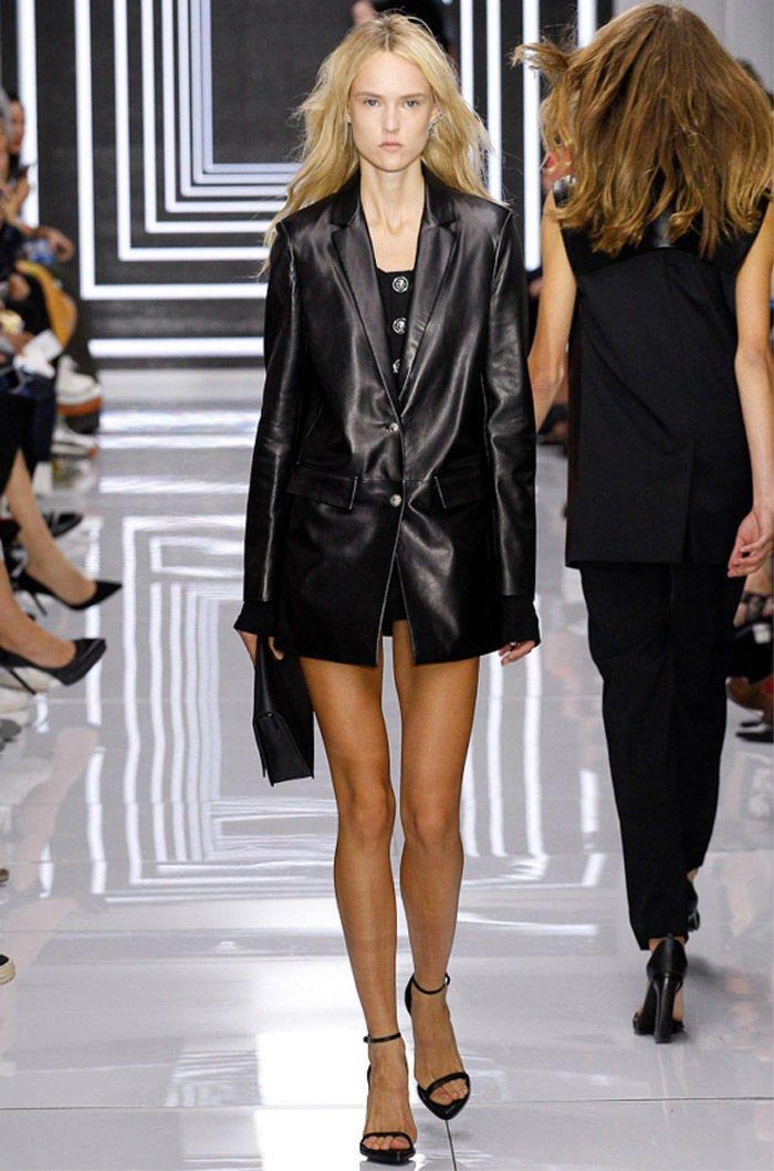 Versus Versace的女裝中加入了男裝設計元素。圖/Versace提供
