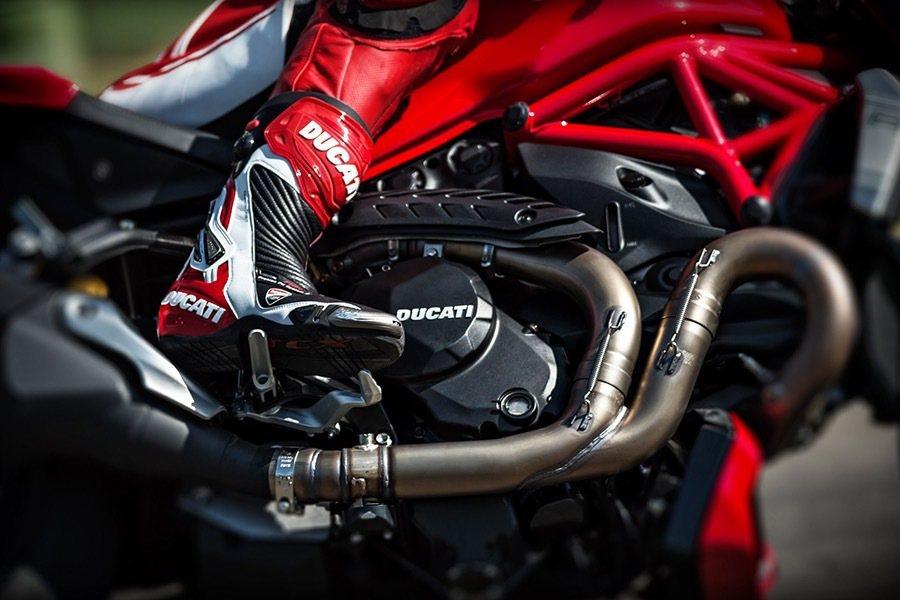 這次的R版搭載了Testastretta11° DS引擎,經過調教後擁有160hp馬力與13.4kgm扭力輸出。 Ducati提供