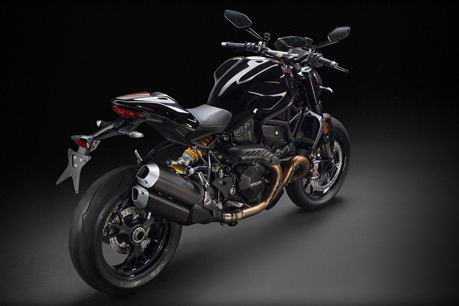 排氣管尾段也做了改變並加大口徑,而車色也提供黑色可以選擇。 Ducati提供