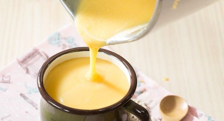 地瓜米糊,讓寶寶攝取澱粉類。