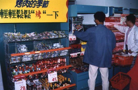 90年代初期,台灣的量販店已經推出「秋節烤肉特區」,主打「中秋就是要烤肉」的概念...