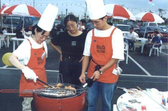 90年代的特力屋,也在中秋節舉辦「社區烤肉活動」 /聯合報系