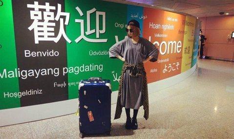 郭靜所有的演出家當都在行李箱裡,可是行李箱搞迷航記,害她20日在廣州的演出險險開天窗,甚至連師妹吳汶芳都不忍:「要我借妳貼身衣物嗎?」一般人出國旅行,若遇行李跟丟,就很麻煩了,何況是等著演出衣物的女...