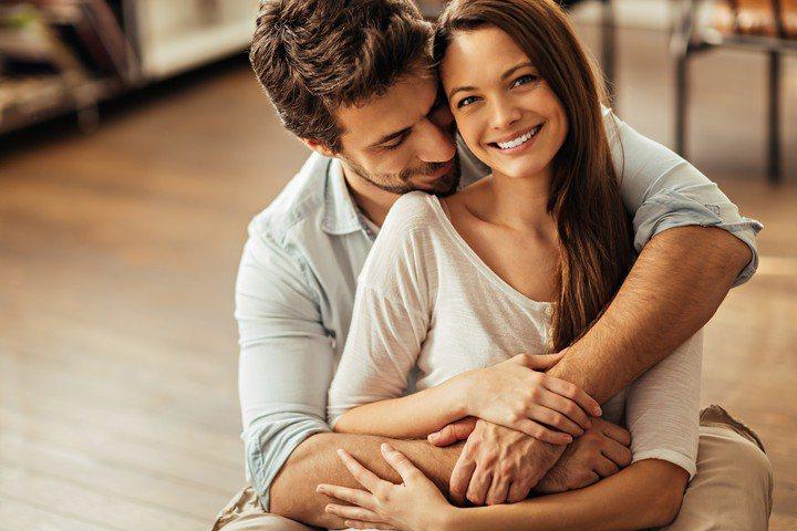 能和一個有智慧、聰明、總是充滿驚喜又讓人印象深刻的女性交往,和她一起成長、一起享...