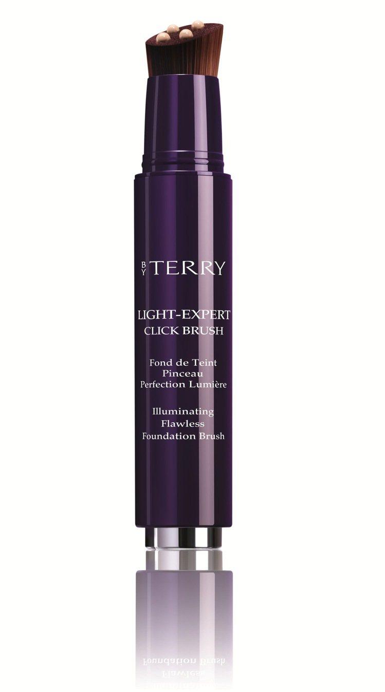 BY TERRY專業完美粉底刷將底妝與刷具合而為一。圖/BY TERRY提供