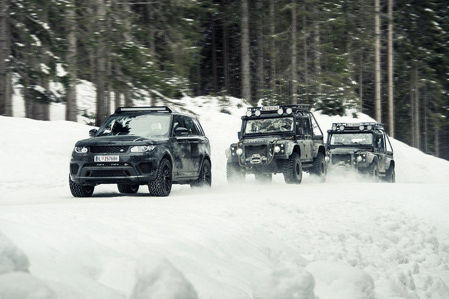 經特別重度改裝的Defender與Range Rover Sport SVR,在奧地利拍攝的高強度操駕片段任務。 Jaguar Land Rover提供
