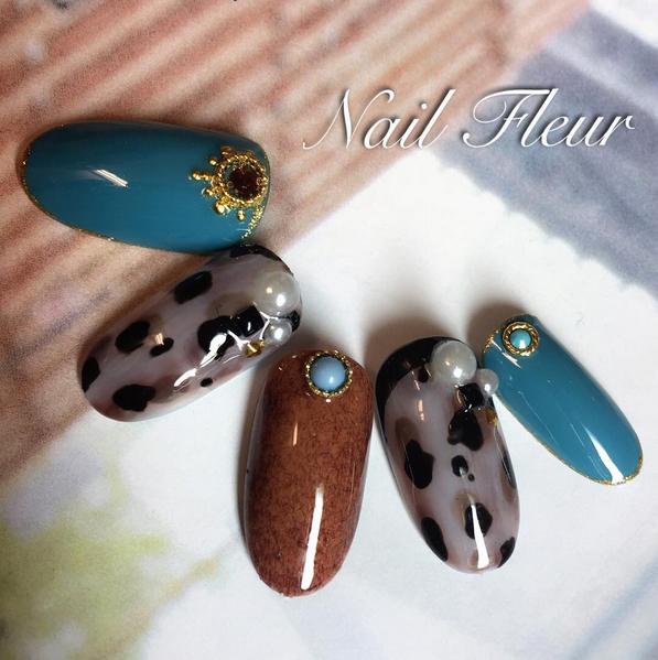 灰藕色乳牛紋搭配土耳其藍。圖/擷自Instagram