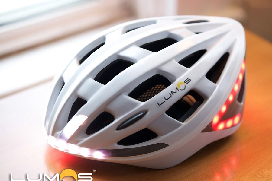 第一批The Lumos helmet自行車安全帽將於2016年4月開始交貨。 Lumos提供