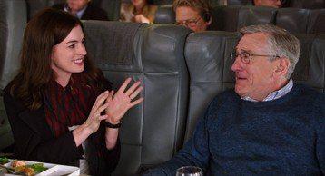 總是在銀幕飾演硬漢的資深演員勞勃狄尼洛,在新片「高年級實習生」裡搖身一變,成為人見人愛的工讀生,連和他演對手戲的安海瑟薇都說:「他真是導演派給我的天使。」勞勃狄尼洛在「高年級實習生」中飾演退休人士,...