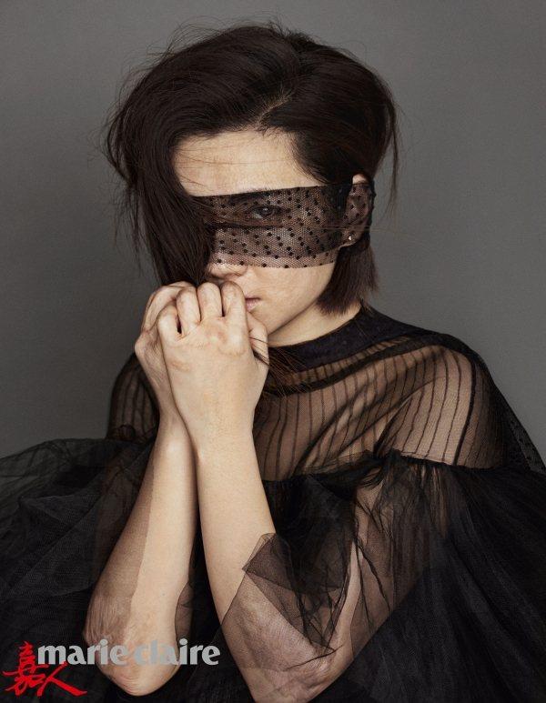 以黑色薄紗造型登封的Selina,5年前的燒傷意外給了她內心更強大力量。圖;文/...