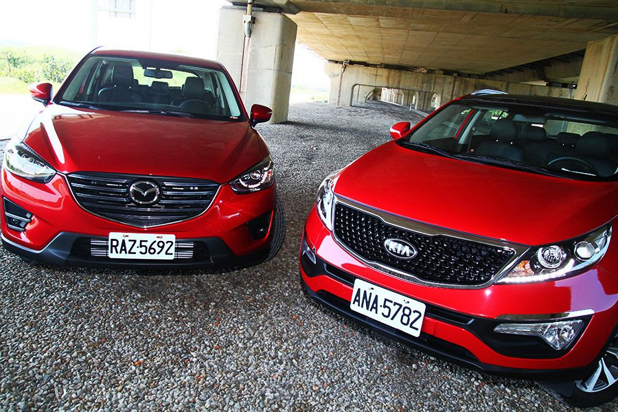 相較KIA Sportage,Mazda CX-5 133.8萬元的售價雖然較高,不過在配備方面也更為豪華豐富。 記者敖啟恩/攝影