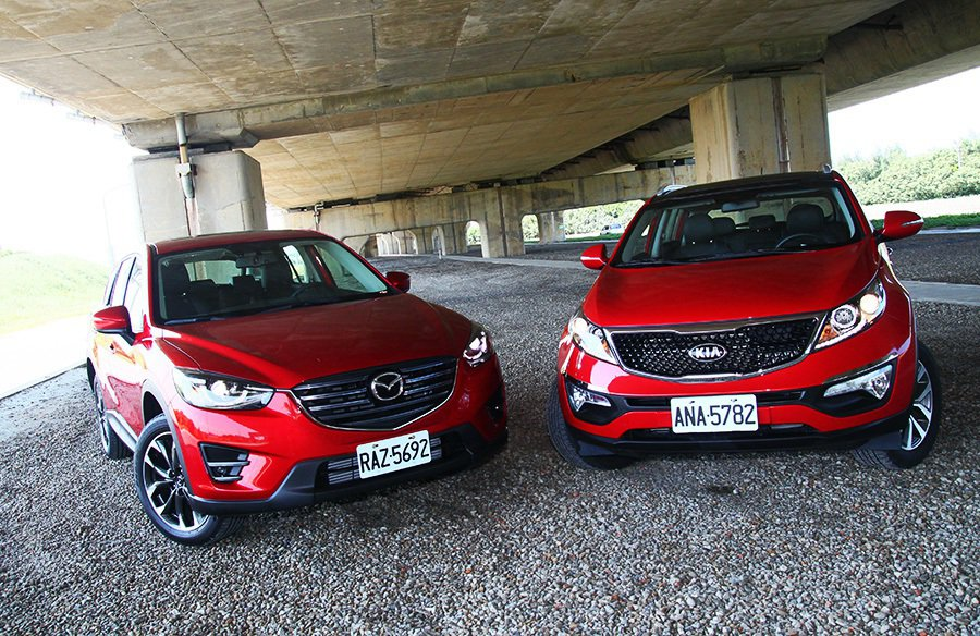 比起 Mazda CX-5的鋒利車身線條,KIA Sportage在視覺上顯得較為壯碩一點。 記者敖啟恩/攝影