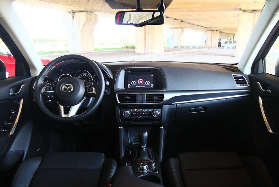 內裝保有Mazda一貫的精細簡潔設計。後 記者敖啟恩/攝影
