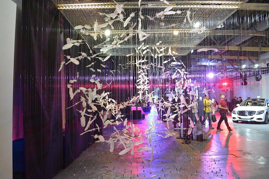 台灣賓士也邀請知名藝術家游文富創作三大作品「賓士」、「初生」與「竹音」,來詮釋賓士品牌的造車精神。 記者趙惠群/攝影