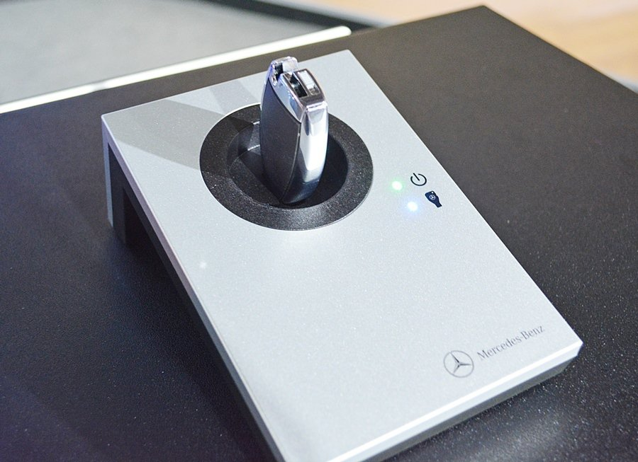 賓士也公開全新的XENTRY Solutions,車子回廠將車鑰匙插入XENTRY Portal讀取機,技師馬上就能掌握車子相關資訊,以及故障診斷系統所需的資料。 記者趙惠群/攝影