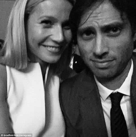 現年42歲的葛妮絲和「酷玩」主唱克里斯馬汀離婚後,傳出與影集「歡樂合唱團」製作人布萊德法裘克交往,但始終未獲當事人證實。直到本周一,布萊德在Instagram上貼出和葛妮絲的合照,寫道:「我的女友和...