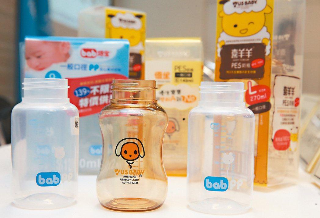 衛福部食藥署昨公布最新四件驗出違規殘留雙酚A奶瓶,赫見大廠。 記者徐兆玄/攝影