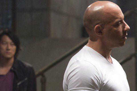 去年上映的「玩命關頭7」在全球收穫15億美元票房,成為史上最賣座的系列電影之一。而續集「玩命關頭8」也已暫定於2017年4月上映,但如今卻傳出片方仍未找到合適的導演人選,甚至有報導稱身兼製片的馮迪索...