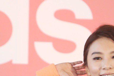 Hebe田馥甄在高雄巨蛋調侃瑪丹娜門票貴,慘遭娜姐迷圍剿,引發雙方歌迷為各自偶像筆戰。Hebe出席運動代言活動,急忙滅火說:「真的傷腦筋,當下只是開玩笑,而且我知道我跟瑪丹娜是不同等級,我什麼咖啊?...