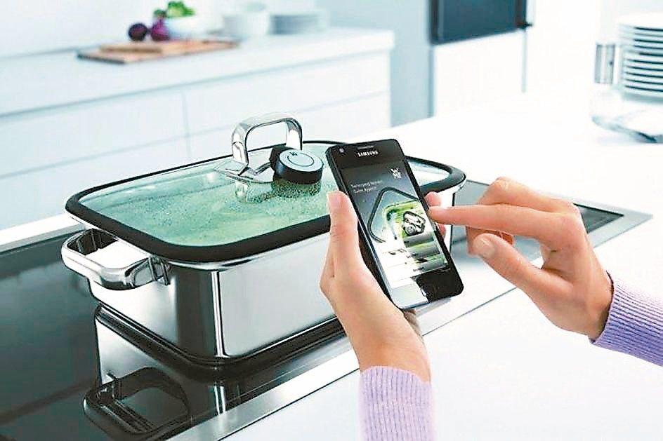 國際近年掀起「智慧型廚房」熱潮,智慧手機成為烹煮料理的好幫手。 WMF旺代、漂亮...
