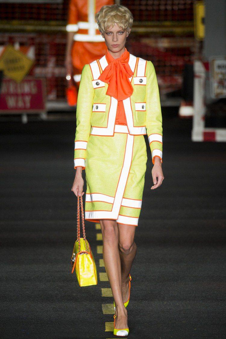 Moschino 2016 春夏女裝系列。圖/擷自vogue.com