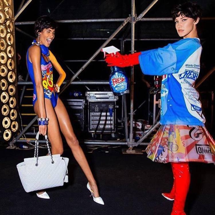 Moschino 2016 春夏女裝系列宛如工地清潔秀。圖/擷自instagra...