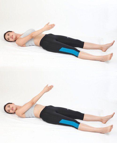 3、轉頭舉手法(圖片提供/風和文創)