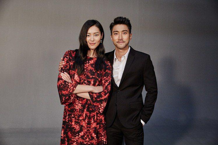 石榴夫婦 ── 崔始源與劉雯拍攝H&M 2016年新春系列廣告花絮照。圖/H&M...