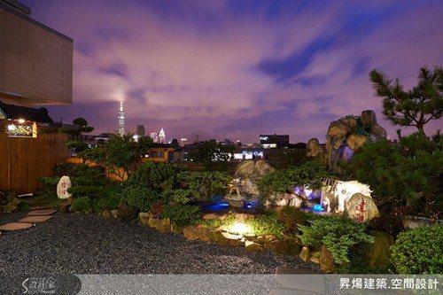不用外出,就能在家接觸大自然!日式和風庭院,有著滿園的綠意,流水植栽令人賞心悅目...