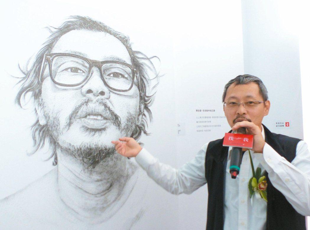 以蚊釘藝術著稱的陳浚豪,分享作品「自畫像」的創作理念。 記者趙容萱/攝影