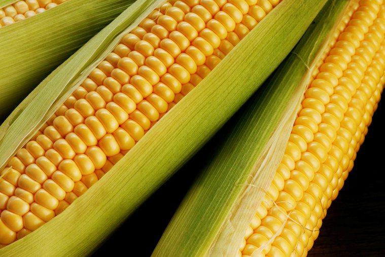 多吃水果和非澱粉類蔬菜有助減重。但玉米、豌豆和馬鈴薯等澱粉類蔬菜,似乎會讓人增重...